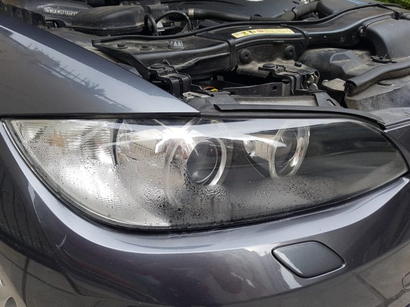 Φανάρι BMW 3series E92 με σχηματισμένη υγρασία στο εσωτερικό του